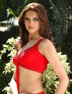 Deepika Padukone: Height,Weight,Age,Bra Size,Affairs ...
